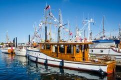 美妙地被恢复的经典小船 免版税库存照片