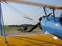 美妙地被恢复的经典波音PT-17 Stearman和Stinson L5 免版税图库摄影