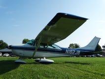 美妙地被恢复的经典赛斯纳182 Skylane 库存图片