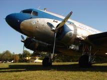 美妙地被恢复的经典道格拉斯DC-3 图库摄影