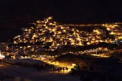 美妙地被点燃的圣安德烈斯镇,特内里费岛,西班牙黄昏视图  免版税库存图片