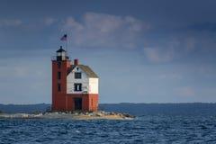 美妙地被绘的历史的圆的海岛灯塔Mackinac海岛密执安 免版税库存图片