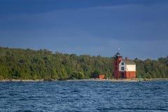 美妙地被绘的历史的圆的海岛灯塔Mackinac海岛密执安 库存照片