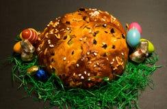 美妙地装饰的复活节蛋糕 免版税库存图片