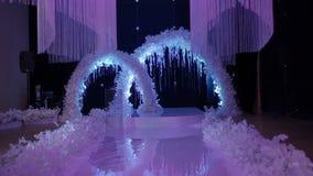 美妙地装饰的婚姻的大厅 股票视频
