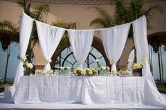 美妙地装饰的婚姻的地点 免版税库存图片