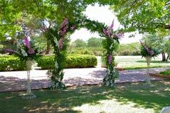 美妙地装饰的室外婚姻的地点 免版税库存照片