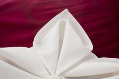 美妙地装饰的餐巾 库存照片