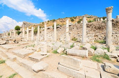 美妙的古老废墟在以弗所,土耳其 免版税库存照片
