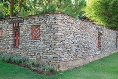 美妙的墙壁和绿色 免版税库存照片