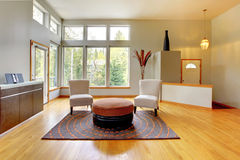美妙的家庭内部居住的现代空间 免版税库存图片