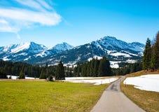 美妙的山路在德国阿尔卑斯 图库摄影