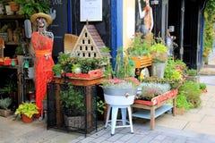 美妙的开放的市场,充满古董,白色鸠,五行民谣,爱尔兰, 2014年 免版税库存照片