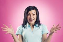 美妙的新闻:看起来激动的快乐的女孩惊奇 免版税库存照片