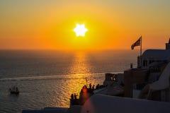 美妙的日落在圣托里尼 希腊 免版税库存照片