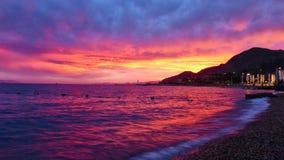 美妙的桃红色日落在埃拉特 免版税库存照片