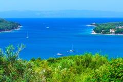 美妙的浪漫夏天下午风景全景海岸线 免版税库存图片