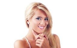 美妙的白肤金发的妇女纵向  免版税库存图片
