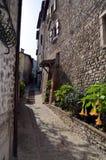 美妙的街道在小中世纪镇 库存照片