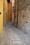 美妙的街道在小中世纪镇 免版税图库摄影