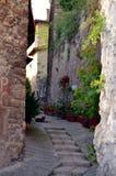美妙的街道在小中世纪镇 库存图片