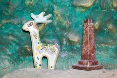 美妙的鹿,花岗岩柱子 库存照片