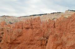 美妙的Hodes形成在布赖斯峡谷 地质 旅行 自然 免版税库存照片