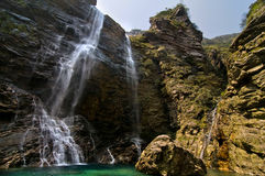 美妙自然的瀑布 库存图片