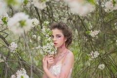 美妙9心情多彩多姿的照片被设置的春天的郁金香 春天假期 有春天时尚构成的天气预报妇女 面孔skincare 健康s妇女 免版税库存照片