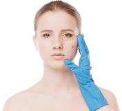 美容师凹道在妇女表面的更正线路 库存照片