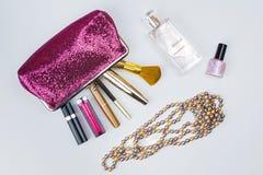 美容师和化妆用品 库存图片