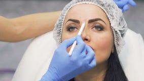 美容师画面孔的区域未来botox做法的 股票录像