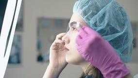 美容院客户看刺字完成的眉头 影视素材