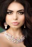 美容院构成年轻现代女孩的美丽的式样妇女我 图库摄影