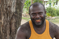 美拉尼西亚人微笑的画象 免版税库存图片