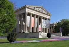 美术博物馆在春天 免版税库存图片