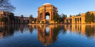 美术宫殿在日出的 免版税库存图片