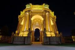 美术旧金山宫殿在晚上 免版税图库摄影