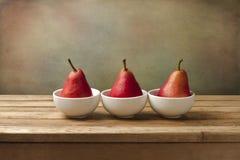 美术静物画用红色梨 免版税库存图片