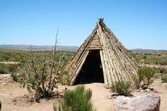 美洲印第安人圆锥形帐蓬 免版税库存照片