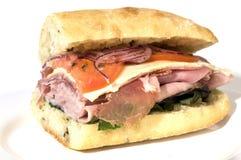 美食的意大利prosciutto蒜味咸腊肠三明治 库存图片