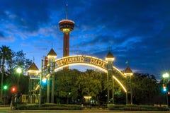 美洲的塔在晚上在圣安东尼奥,得克萨斯 免版税库存照片