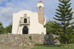 美洲的第一个教会的复制品的外部在普拉塔港,多米尼加共和国 图库摄影