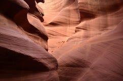 羚羊槽孔峡谷被雕刻在红砂岩外面 库存照片