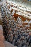 羡11 :著名中国人秦始皇兵马俑赤土陶器战士的陈列2016年5月11日的在羡,陕西Provinc 库存图片