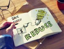 群策群力关于能源节约的商人 库存图片
