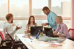 群策群力和研究项目的小组创造性的设计师 免版税库存图片