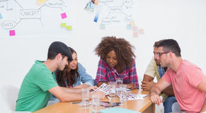 群策群力在联络板料的创造性的队 库存图片