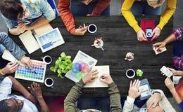 群策群力当代概念的不同种族的设计师 免版税库存照片