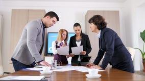 群策群力新的想法在会议室 影视素材